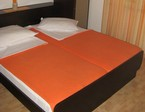 CLICK: Private accommodation Makarska - Room A4+1